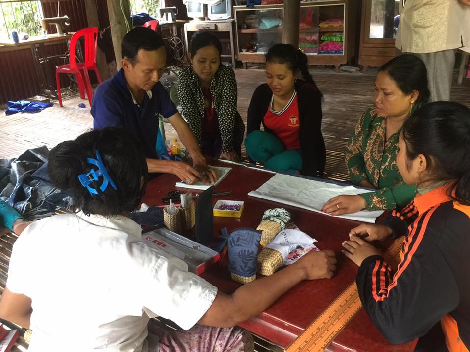 Sui-Johさんによる裁縫指導