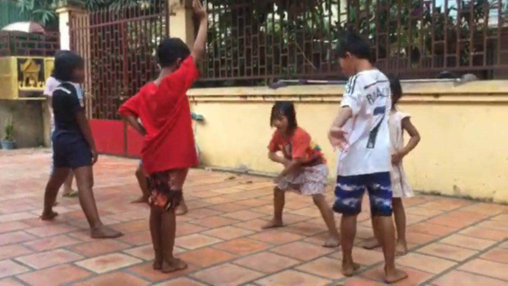 踊りの指導