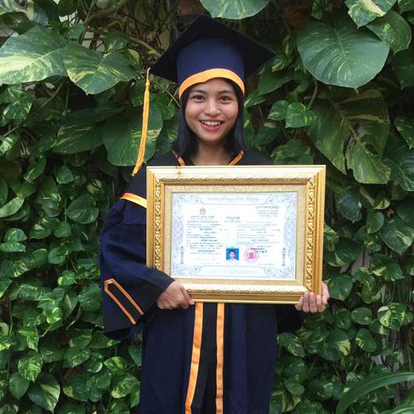 スレイナ 大学卒業
