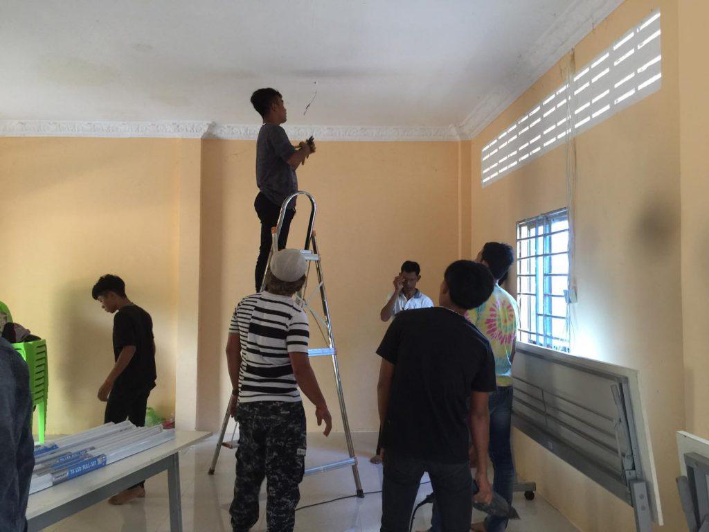 ココナッツスクールの電気修理